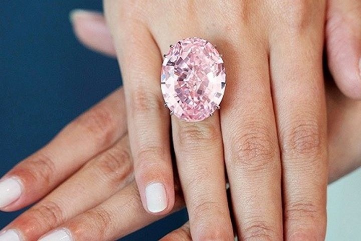 https: img.okeinfo.net content 2019 10 30 194 2123694 indahnya-ctf-pink-star-cincin-berlian-termahal-di-dunia-AcH70F4GkM.jpg