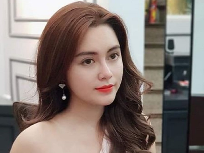 https: img.okeinfo.net content 2019 10 30 194 2123712 pesona-cao-diep-anh-miss-vietnam-dengan-kulit-terindah-y2ZSozCcgs.jpg