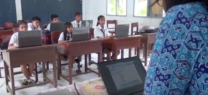 https: img.okeinfo.net content 2019 10 30 207 2123485 digitalisasi-sekolah-percepat-perluasan-akses-pendidikan-bermutu-di-wilayah-tertinggal-f2e4CBF0Wi.jpg