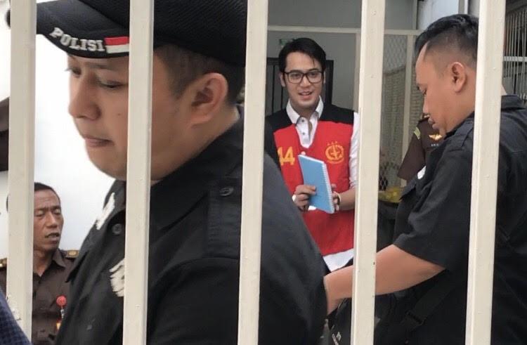 https: img.okeinfo.net content 2019 10 30 33 2123591 belajar-hukum-di-penjara-kriss-hatta-ikut-soroti-kasus-irwansyah-tDEQjEwZya.jpg
