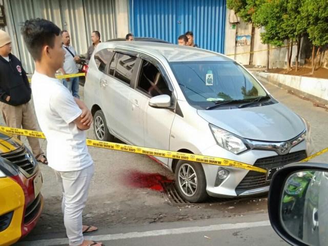 https: img.okeinfo.net content 2019 10 31 338 2123959 warga-bogor-digegerkan-penemuan-mayat-pria-bersimbah-darah-di-dalam-mobil-Sd7onGA4Mu.jpg