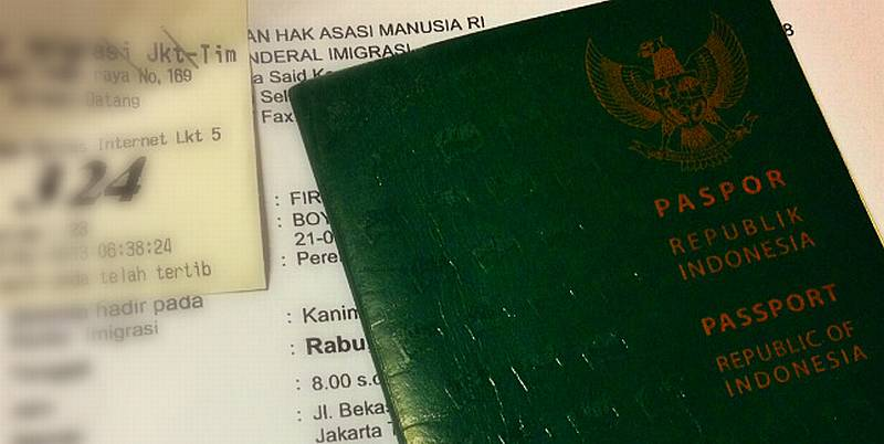 https: img.okeinfo.net content 2019 11 01 18 2124554 warga-indonesia-meninggal-saat-antre-paspor-di-kbri-kuala-lumpur-0rlhKvhGc9.jpg