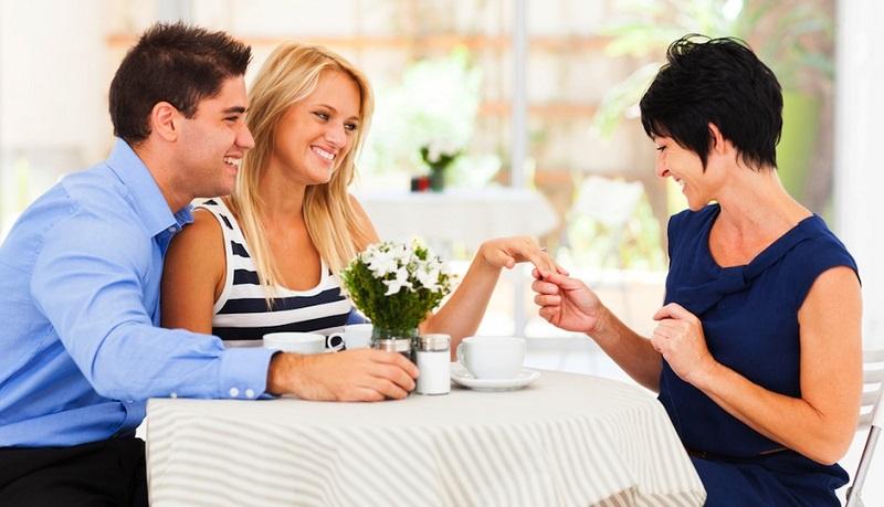 https: img.okeinfo.net content 2019 11 01 196 2124567 cara-jitu-luluhkan-calon-mertua-saat-menyiapkan-pesta-pernikahan-kLx7GB9l56.jpg