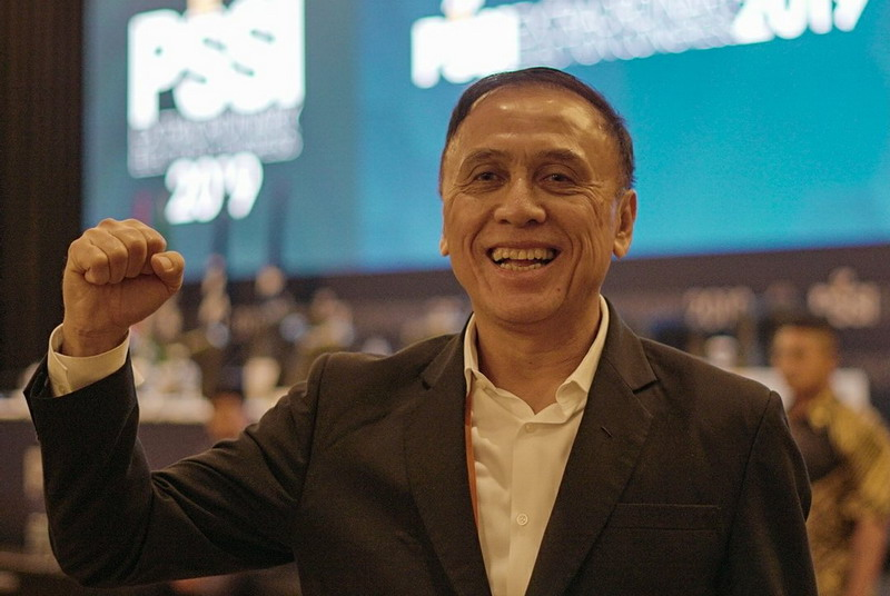https: img.okeinfo.net content 2019 11 02 51 2124996 iwan-bule-jadi-ketum-pssi-presiden-fifa-berharap-sepakbola-indonesia-bangkit-ARw0cJnQ4q.jpg