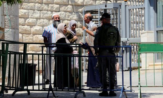 https: img.okeinfo.net content 2019 11 04 18 2125470 rekaman-video-polisi-israel-tembak-pria-palestina-dari-belakang-dibocorkan-ke-publik-7grPAwWCel.jpg