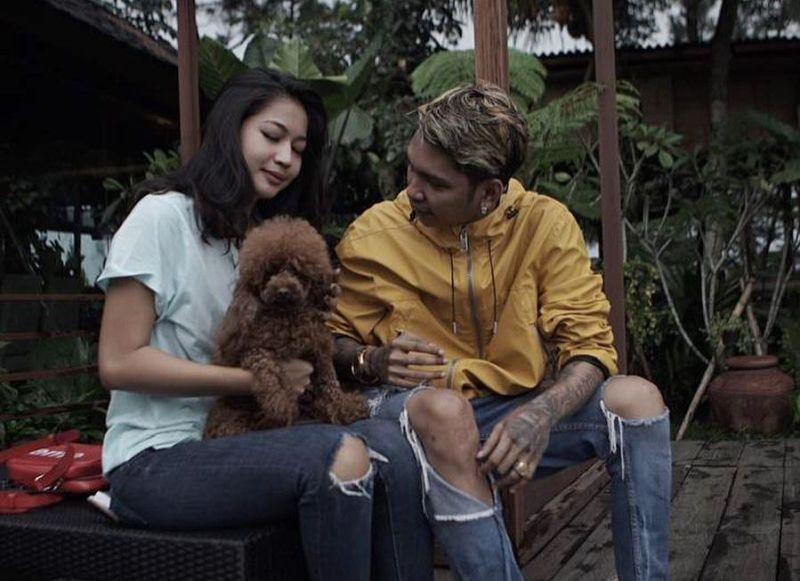 https: img.okeinfo.net content 2019 11 05 33 2125883 beda-agama-young-lex-isyaratkan-pernikahannya-tak-digelar-di-indonesia-4OpnoZODIa.jpg