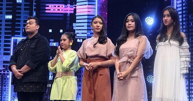 https: img.okeinfo.net content 2019 11 05 598 2125816 showcase-perdana-indonesian-idol-2019-5-peserta-dapat-voting-tertinggi-nTiSm4RpZh.jpg