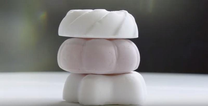 https: img.okeinfo.net content 2019 11 06 298 2126470 berat-cuma-1-gram-inilah-dessert-teringan-di-dunia-5jOMPTCyCR.jpg