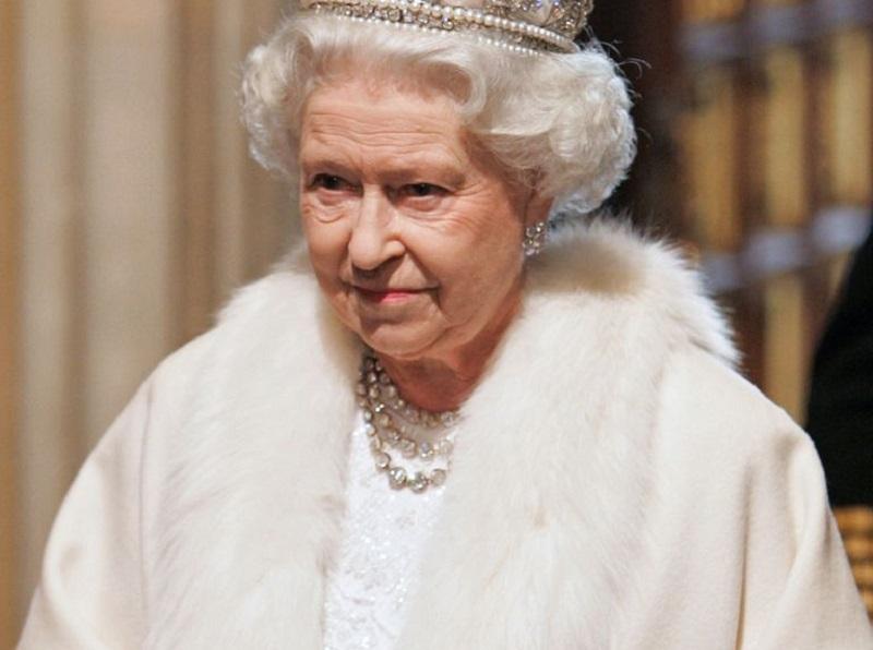 https: img.okeinfo.net content 2019 11 07 194 2127145 dikritik-warga-kini-busana-ratu-elizabeth-ii-tidak-lagi-pakai-bulu-hewan-VRIMLVVPUu.jpg