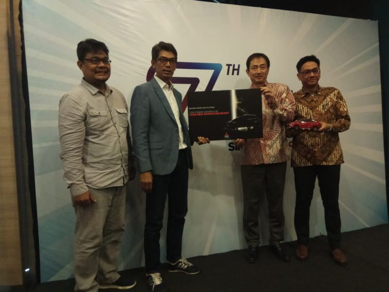 https: img.okeinfo.net content 2019 11 07 52 2127041 30-unit-mitsubishi-outlander-phev-siap-masuk-indonesia-2SW50HZDc9.jpg