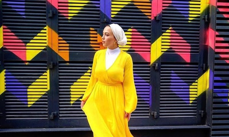 https: img.okeinfo.net content 2019 11 07 617 2126748 4-inspirasi-outfit-longdress-kuning-untuk-hijabers-OhzWdcos7U.jpg