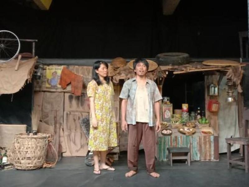https: img.okeinfo.net content 2019 11 08 206 2127452 pentas-ke-159-teater-koma-hadirkan-para-aktor-kawakan-MJxJtAkBqb.jpg