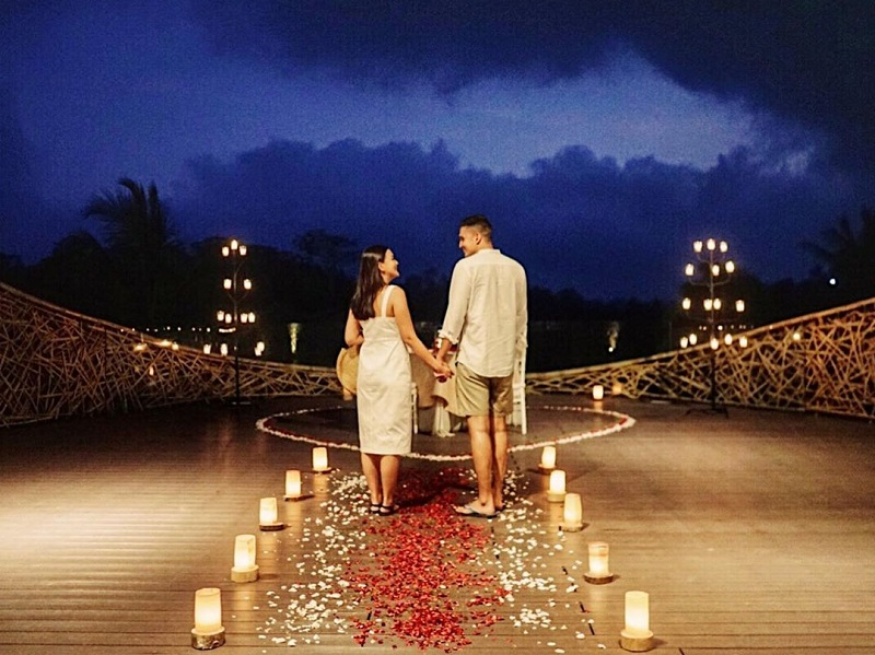 https: img.okeinfo.net content 2019 11 08 406 2127238 6-momen-romantis-marcel-chandrawinata-liburan-bareng-istri-ke-pulau-dewata-WpPxcJZ2fP.jpg
