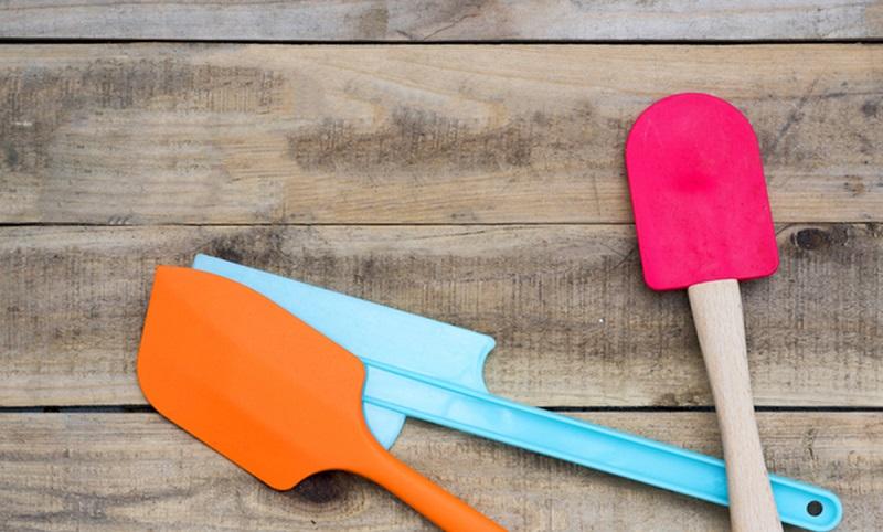 https: img.okeinfo.net content 2019 11 08 481 2127515 penggunaan-peralatan-masak-plastik-dapat-sebabkan-masalah-tiroid-dan-kanker-3fdC5zoh47.jpg