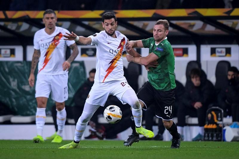 https: img.okeinfo.net content 2019 11 08 51 2127194 senasib-dengan-lazio-roma-juga-kalah-di-matchday-keempat-liga-eropa-rnhquYomKg.jpg