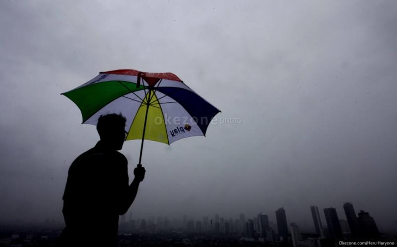https: img.okeinfo.net content 2019 11 09 338 2127663 akhir-pekan-sebagian-wilayah-jakarta-diprediksi-diguyur-hujan-dYuFEGgvfa.jpg