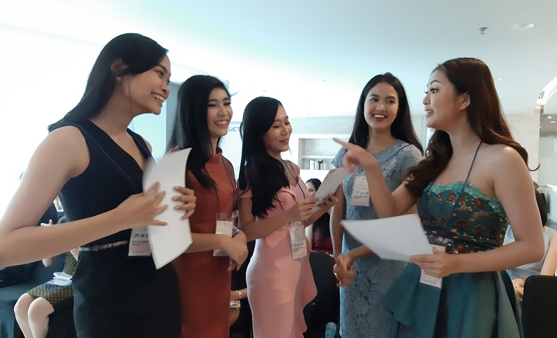 https: img.okeinfo.net content 2019 11 10 194 2128016 audisi-miss-indonesia-jakarta-tahap-2-digelar-banyak-peserta-berpotensi-tinggi-dLh7c9hJBl.jpg