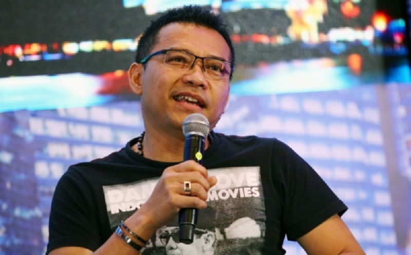 https: img.okeinfo.net content 2019 11 12 598 2129066 tak-ikut-standing-ovation-di-indonesian-idol-anang-hermansyah-asam-urat-8uz0ON892P.jpg