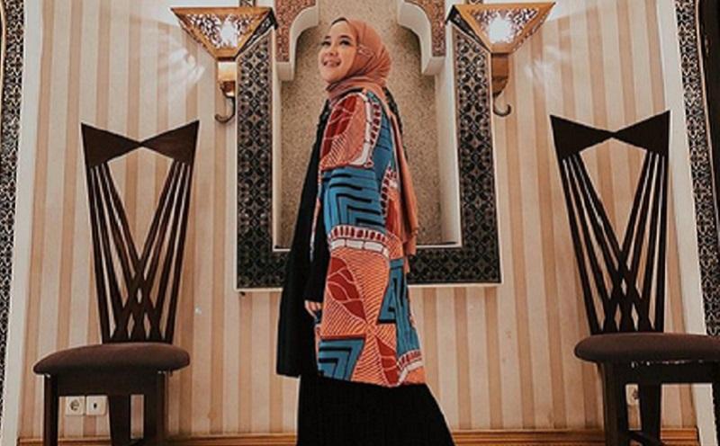 https: img.okeinfo.net content 2019 11 12 617 2128858 padu-padan-outer-dengan-hijab-ala-nissa-sabyan-yang-bisa-kamu-coba-UJ6svM0gqf.jpg