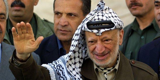 https: img.okeinfo.net content 2019 11 13 18 2129169 palestina-peringati-15-tahun-wafatnya-tokoh-perjuangan-yasser-arafat-4u71hjV2o3.jpg