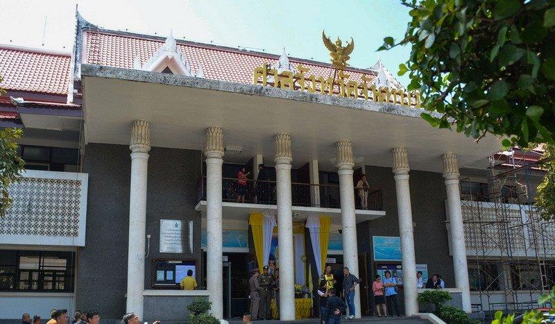 https: img.okeinfo.net content 2019 11 13 18 2129257 pengacara-mantan-pm-thailand-tewas-dalam-tembak-menembak-di-ruang-pengadilan-3RmJZ7Nr40.jpg