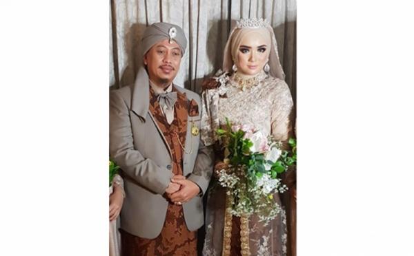 https: img.okeinfo.net content 2019 11 13 33 2129470 ditanya-soal-poligami-begini-reaksi-istri-opick-Cr2L4iYMX5.jpg
