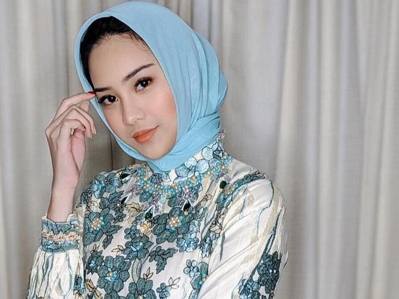 https: img.okeinfo.net content 2019 11 14 194 2129813 pesona-anya-geraldine-berhijab-netizen-rebutan-ingin-nikahin-uDq67eSimS.jpg