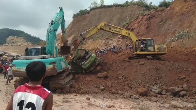 https: img.okeinfo.net content 2019 11 14 340 2130050 2-pekerja-tambang-tewas-tertimbun-bersama-truk-dan-eskavator-bzRKc9F3vD.jpg
