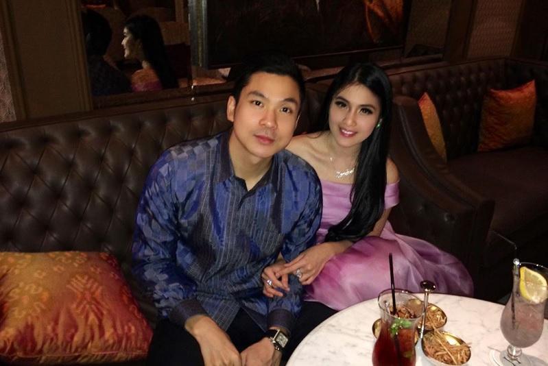 https: img.okeinfo.net content 2019 11 15 33 2130181 cerita-perkenalan-dengan-suami-sandra-dewi-ternyata-ngemis-ke-daniel-mananta-BqXElMkBLM.jpg