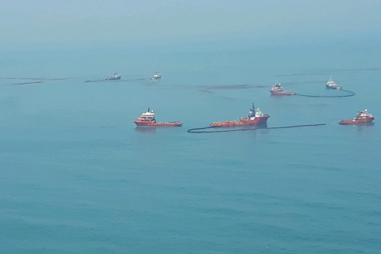 https: img.okeinfo.net content 2019 11 16 525 2130587 tumpahan-minyak-pertamina-kembali-cemari-pantai-utara-karawang-Bp0mtnkxom.jpeg