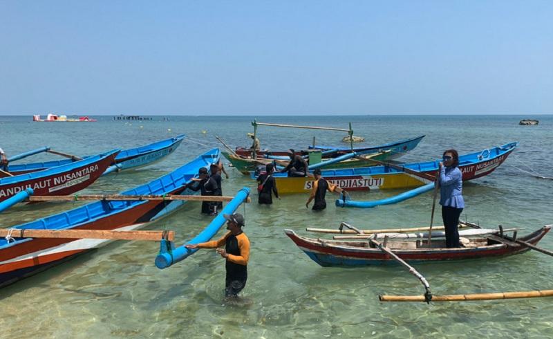 https: img.okeinfo.net content 2019 11 18 320 2131166 susi-pudjiastuti-bagikan-kapal-ke-nelayan-netizen-kepemimpinan-langka-Ho8oyTuS3L.jpg