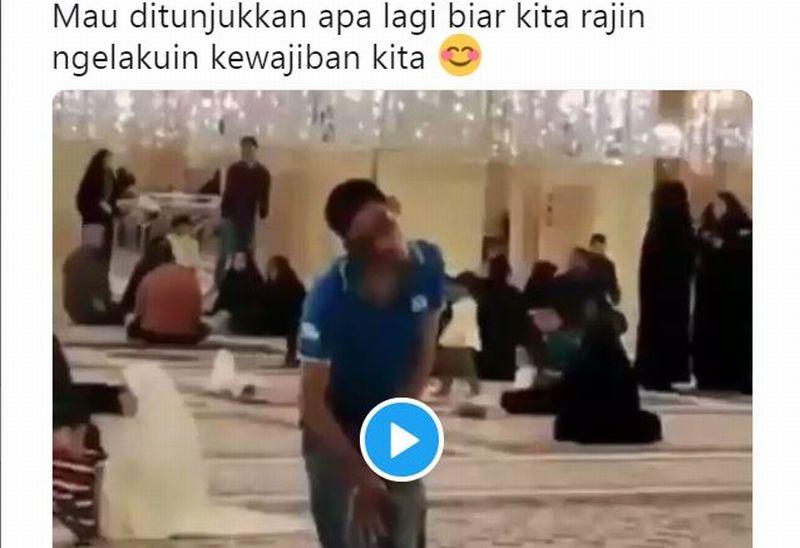https: img.okeinfo.net content 2019 11 18 614 2131137 viral-video-pemuda-disabilitas-salat-bikin-netizen-menangis-ef0suldTZ8.jpg