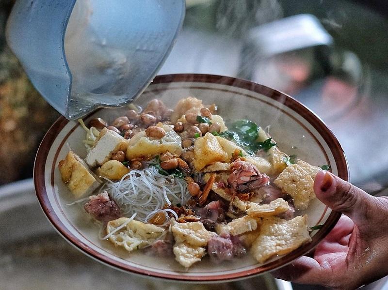 https: img.okeinfo.net content 2019 11 20 298 2132402 6-kuliner-khas-solo-dengan-cita-rasa-yang-khas-dan-eksotis-55NX3EDI2A.jpg