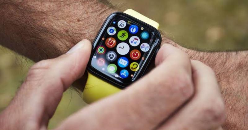 https: img.okeinfo.net content 2019 11 20 57 2132222 apple-watch-masa-depan-dibekali-fitur-pendeteksi-gerakan-otot-BuSqiCFZLb.jpg