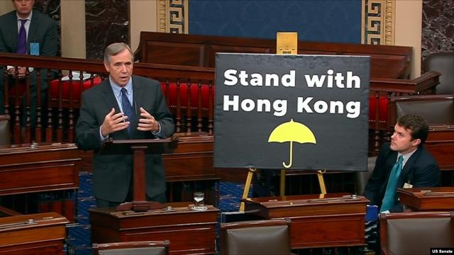 https: img.okeinfo.net content 2019 11 21 18 2132876 dpr-as-sahkan-uu-yang-mendukung-ham-dan-demokrasi-hong-kong-A9MQCan7an.jpg