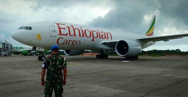 https: img.okeinfo.net content 2019 11 23 337 2133432 peristiwa-23-november-ethiopian-airlines-dibajak-hingga-jatuh-di-samudera-hindia-tewaskan-123-orang-MkzjhXuSaT.JPG