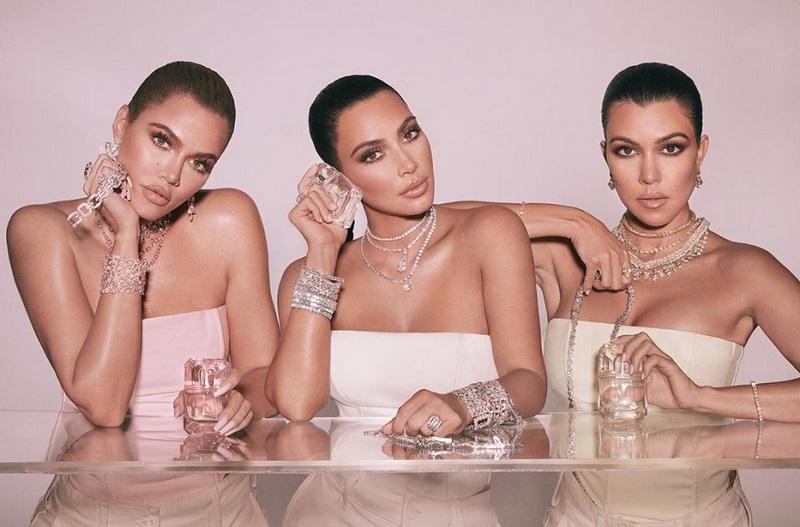 https: img.okeinfo.net content 2019 11 25 194 2133921 cincin-kim-kardashian-di-foto-ini-ramai-diperbincangkan-kenapa-ya-Rw2QHOP6ln.jpg
