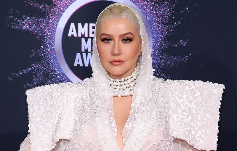 https: img.okeinfo.net content 2019 11 25 194 2134113 4-selebriti-dengan-busana-terburuk-di-american-music-awards-2019-W4cc1R3RqG.jpg