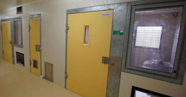 https: img.okeinfo.net content 2019 11 26 18 2134559 berhubungan-seks-dengan-narapidana-seumur-hidup-perawat-penjara-diskors-6-bulan-pjiGycTKKH.jpg