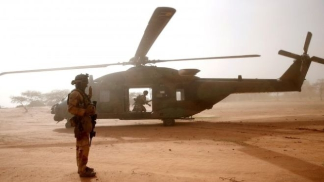https: img.okeinfo.net content 2019 11 26 18 2134769 13-tentara-prancis-tewas-usai-dua-helikopter-tabrakan-di-udara-87zkT7BAza.jpg