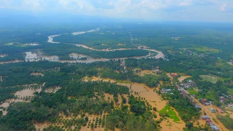 https: img.okeinfo.net content 2019 11 27 340 2134931 jalan-terendam-banjir-sejumlah-wilayah-rokan-hulu-terisolasi-yqV81NxsJR.jpg