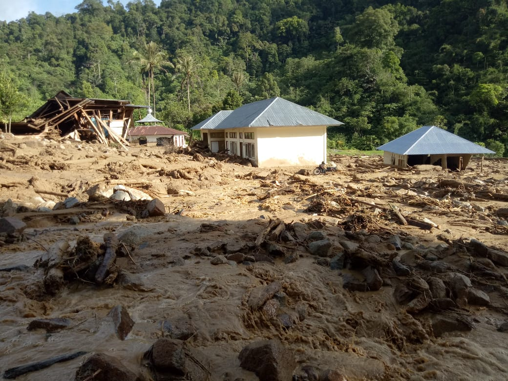https: img.okeinfo.net content 2019 11 28 340 2135576 540-jiwa-di-seribu-rumah-gadang-masih-terisolir-pasca-banjir-bandang-dan-longsor-cXUm1CgjHP.jpg