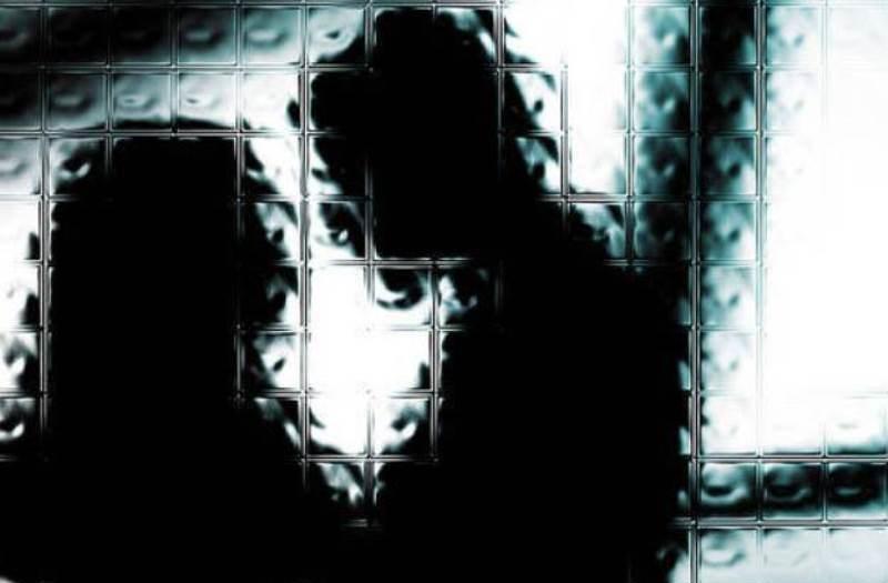 https: img.okeinfo.net content 2019 11 29 512 2136143 unggah-video-syur-bersama-selingkuhan-camat-wonogiri-ditahan-polisi-1Dus68WGKV.jpg