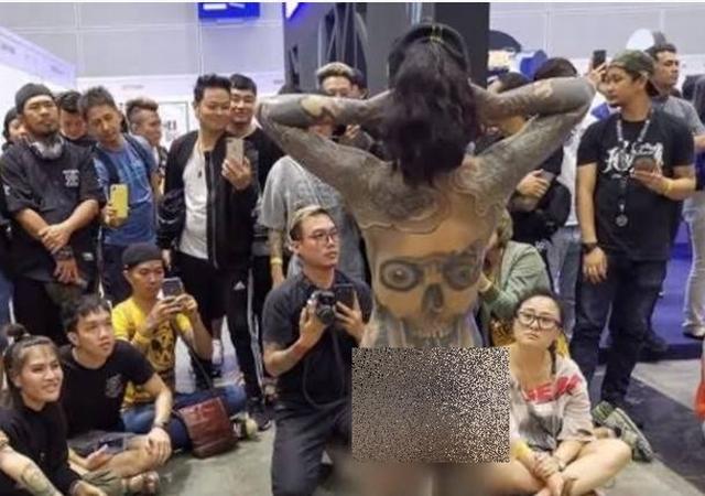 https: img.okeinfo.net content 2019 12 02 18 2137029 viral-wanita-telanjang-di-pameran-tato-malaysia-lakukan-penyelidikan-gaZq3IAoEm.jpg