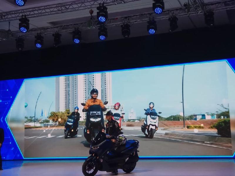 https: img.okeinfo.net content 2019 12 02 53 2136938 yamaha-nmax-generasi-terbaru-resmi-mengaspal-di-indonesia-I7V85OvtUm.jpg