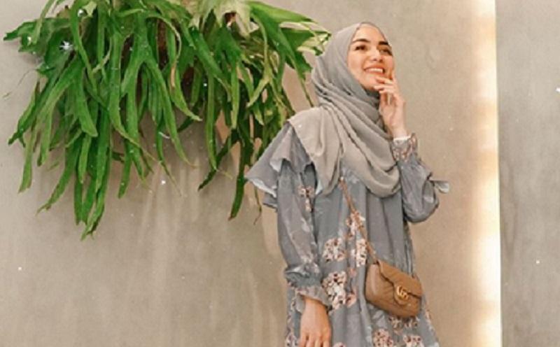 https: img.okeinfo.net content 2019 12 02 617 2136967 gaya-hijab-floral-ala-citra-kirana-yang-bikin-kamu-makin-cantik-O5G9SFrXPR.jpg
