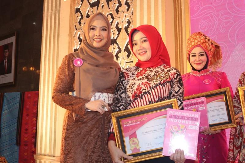 https: img.okeinfo.net content 2019 12 03 196 2137465 atalia-ridwan-kamil-jadi-perempuan-inspirasi-indonesia-2019-2nmge7Prt5.jpg