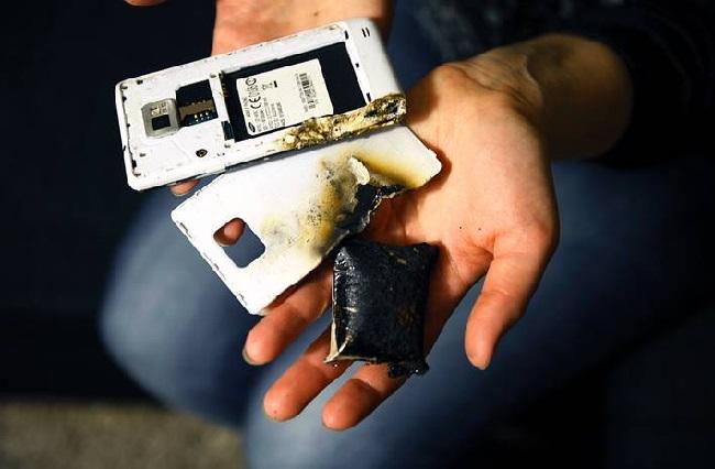https: img.okeinfo.net content 2019 12 03 92 2137317 ini-penyebab-ponsel-meledak-dan-cara-mencegahnya-X3EzlTjv24.jpg