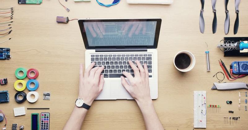 https: img.okeinfo.net content 2019 12 06 196 2138807 alasan-ruang-belajar-online-lebih-diminati-pekerja-dan-pebisnis-indonesia-QlLZ4JsV0M.jpg