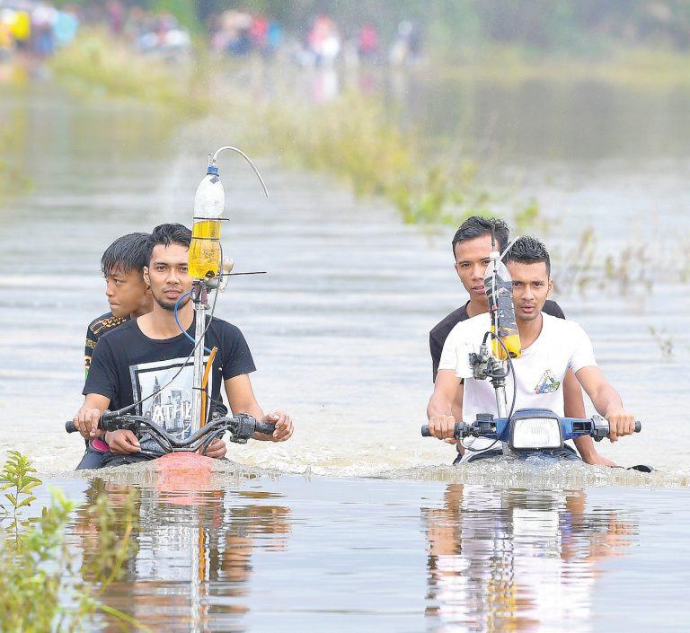 https: img.okeinfo.net content 2019 12 06 312 2138929 pemuda-ini-ciptakan-motor-amfibi-yang-mampu-libas-sungai-dalam-yne1vnabHo.jpg